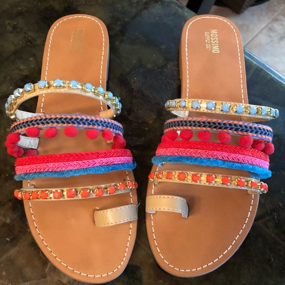 b1824da00f8f NWOT colorful Mossimo sandals. M 5b7c3f631537953b58df1ff3